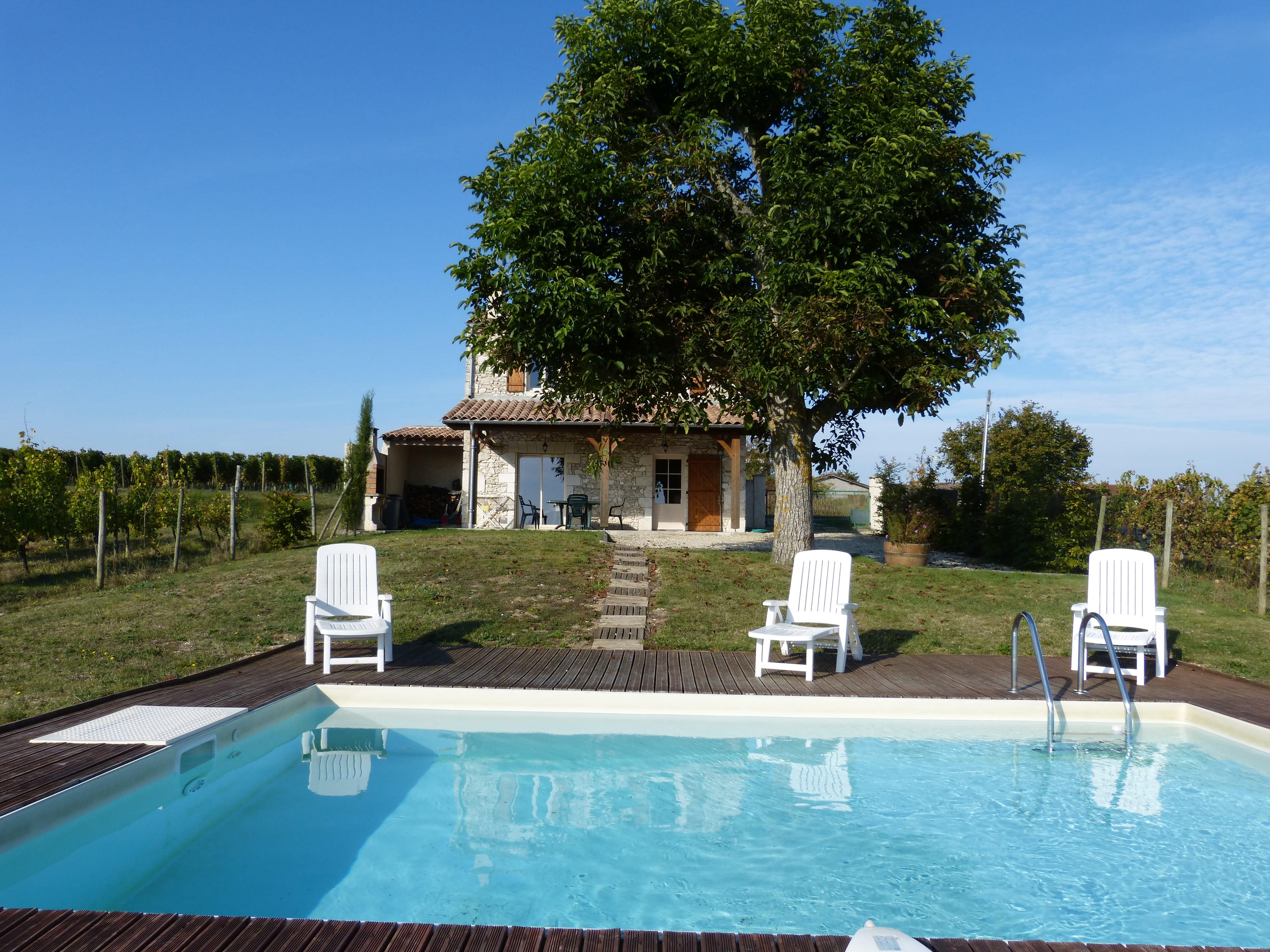 piscine et terrasse petit chai