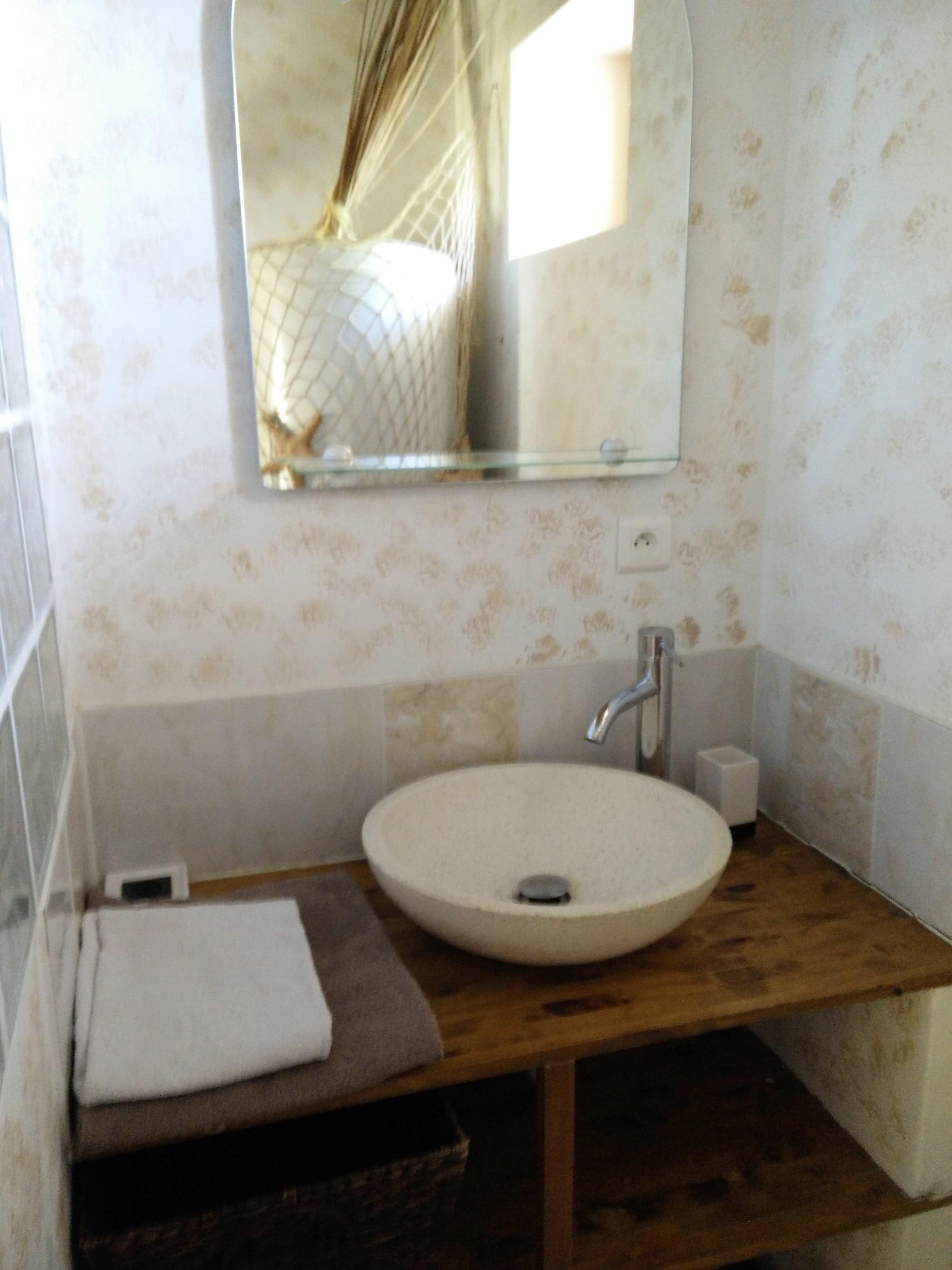 salle de bain petit chai